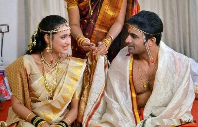 Chinmay-Udgirkar-and-Girija-Joshi-Wedding
