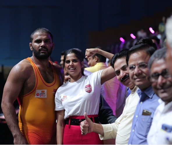 Sai Tamhankar & Sanjay Jadhav at maharashtra kushti dnagal 7